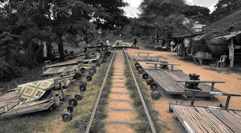 2014.10.02 - [KH] Battambang Bamboo Train, Alligator Farm (4)